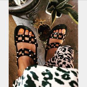 🆕️The Tropics collection// black studded sandal